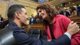 Pedro Sánchez y María Jesús Montero, en el Congreso de los Diputados.