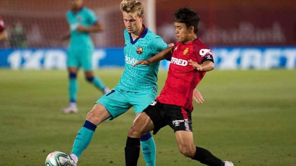 Take Kubo ante Frenkie de Jong en el partido ante el Barça