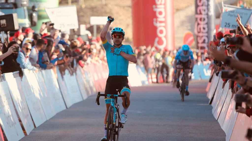Miguel Ángel López celebra el triunfo en la cuarta etapa de la Vuelta al Algarve 2020