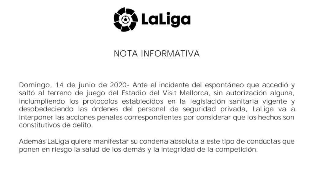 La nota de LaLiga anunciando las acciones penales contra el espontáneo que saltó al Visit Mallorca Estadi durante el Mallorca - Barça