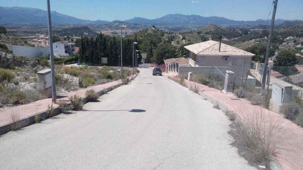 Cuesta de la calle Hoya del Hurón, en la pedanía El Niño de Mula, por donde Alicia se lanzó con el patín.