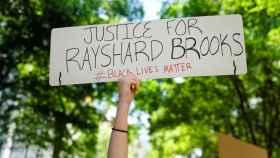 Protestas en Atlanta por la muerte de Rayshard Brooks.