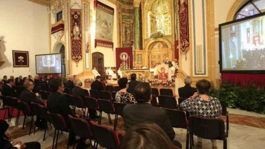 El presidente de la UCAM, José Luis Mendoza, durante la misa que fue retransmitida por Popular Televisión.