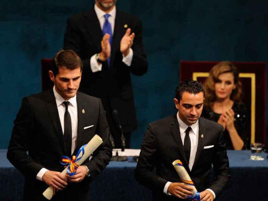 Iker Casillas y Xavi Hernández (2012)