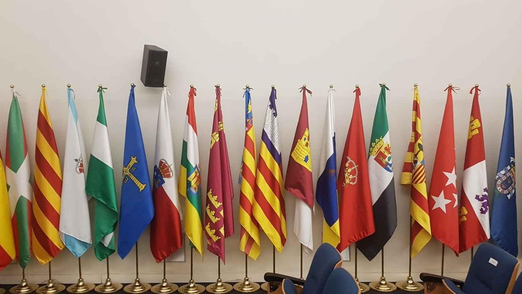 Banderas de España y las comunidades autónomas.