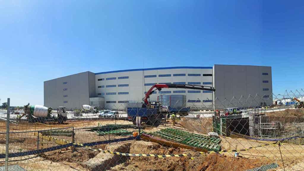 Continúan las obras del primer centro logístico andaluz de Amazon en Dos Hermanas (Sevilla)