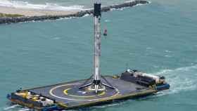 Embarcación con el cohete Falcon 9