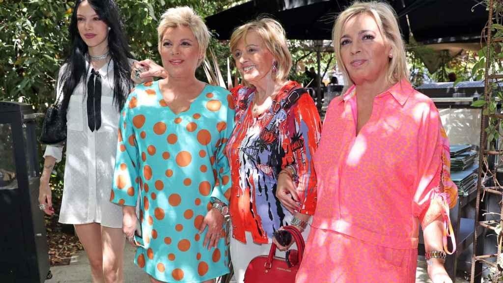 Teresa junto a sus hijas y su nieta Alejandra el 18 de junio de 2019.