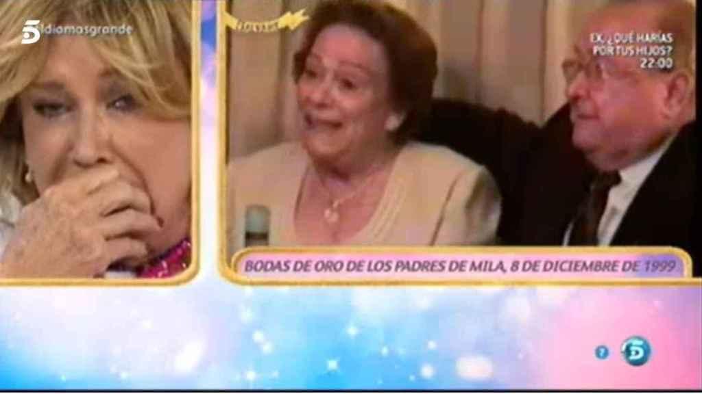 Mila Ximénez rompe a llorar al ver a su madre cantando a su padre en el día de sus bodas de oro.