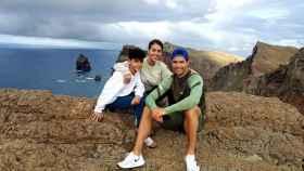 Cristiano Jr. junto a Cristiano Ronaldo y Georgina Rodríguez