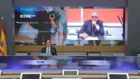 Antonio Garamendi presentando la cumbre de la CEOE junto a Francisco Martínez Cosentino.