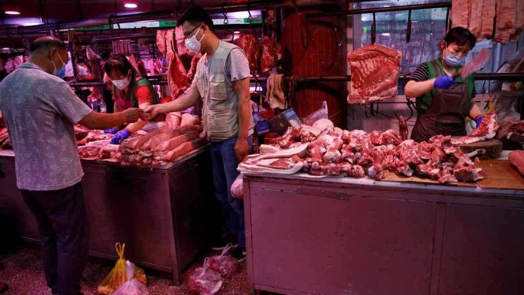 Puestos de comida en el mercado mayorista de Yuegezhuang.