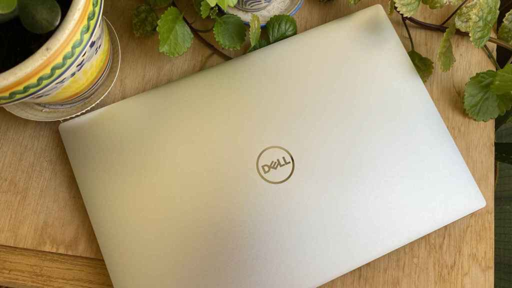 Even when closed, the Dell XPS 13 shows quality finishes