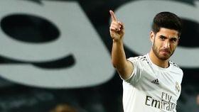 Marco Asensio celebra su gol al Valencia