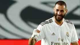 Karim Benzema celebra su segundo gol al Valencia