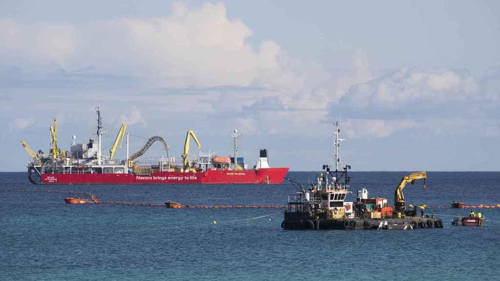 Tareas para instalar el cable eléctrico entre Menorca y Mallorca.