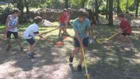 Los niños se divierten en el campamento Aldealix.