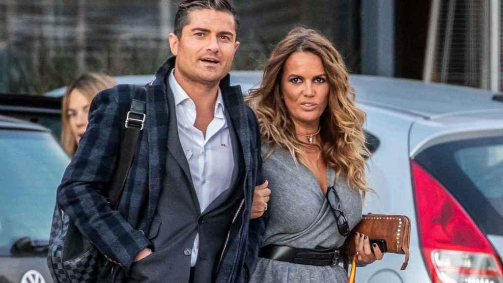 Alfonso Merlos y Marta López por las calles de Madrid.