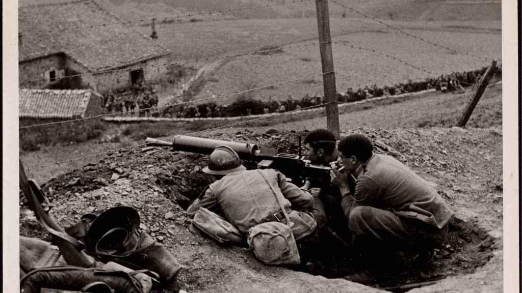 Tropas rebeldes de la columna del general Mola avanzando hacia Bilbao.