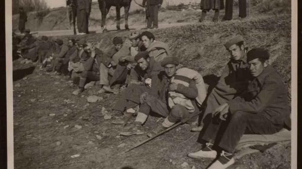Soldados franquistas hechos presos en Teruel.