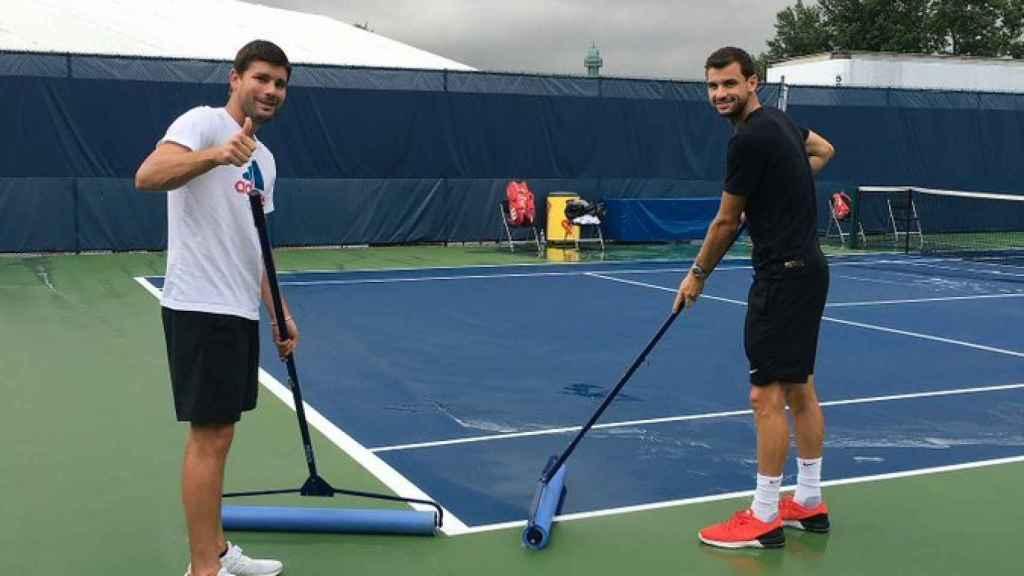 Dimitrov y Vallverdú limpiando las instalaciones de Cincinatti