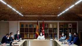 Isabel Díaz Ayuso al frente de la reunión del Consejo de Gobierno Extraordinario.