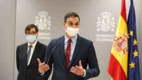 El presidente del Gobierno, Pedro Sánchez, y el ministro de Sanidad, Salvador Illa.