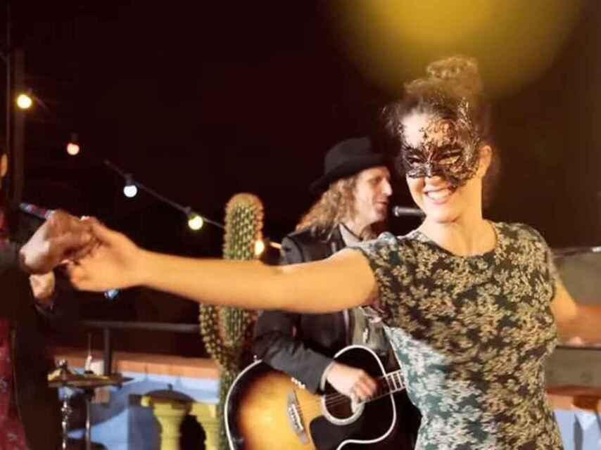 Sara Donés en el último videoclip de su padre, Pau Donés.