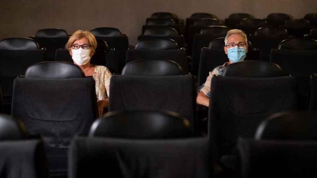 Algunos cines abren sus puertas de nuevo.