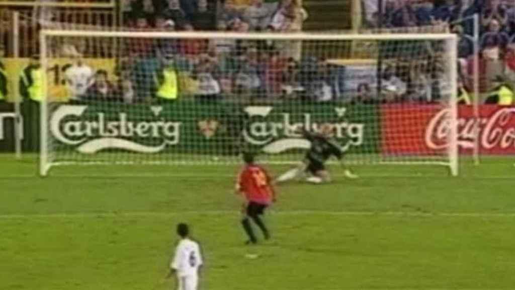 Momento en el que Raúl fallaba el penalti ante Francia en la Eurocopa del año 2000