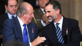 El rey Felipe junto a su padre, el emérito Juan Carlos.