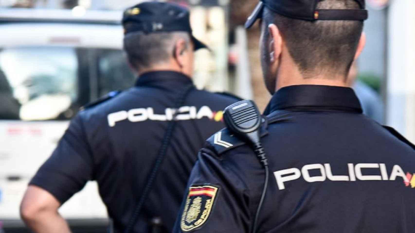 Nueva orden: los policías acusados de violencia machista tendrán que  entregar sus armas