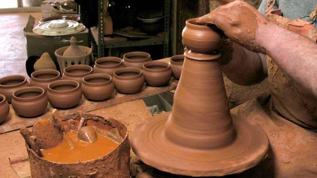 Ceramica, vidrio soplado, metacrilato o fibra de vidrio son algunos de los materiales que trabajan.
