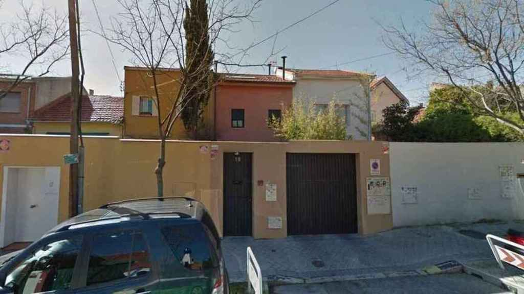 La fachada de la casa donde viven Lydia Lozano y su marido Charly.