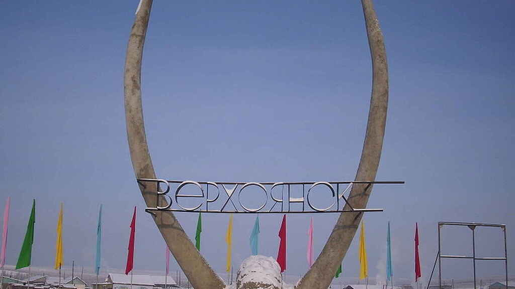 Monumento a la entrada de Verkhoyansk.