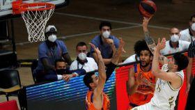 Gabriel Deck, durante el Real Madrid - Valencia Basket de la fase final de la ACB