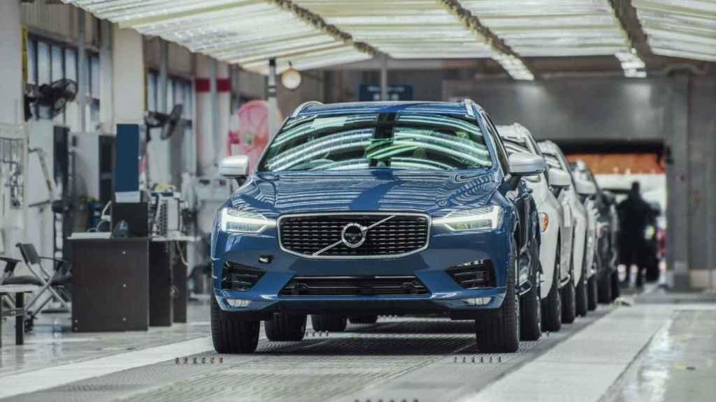 Imagen de la cadena de producción en una fábrica de Volvo.