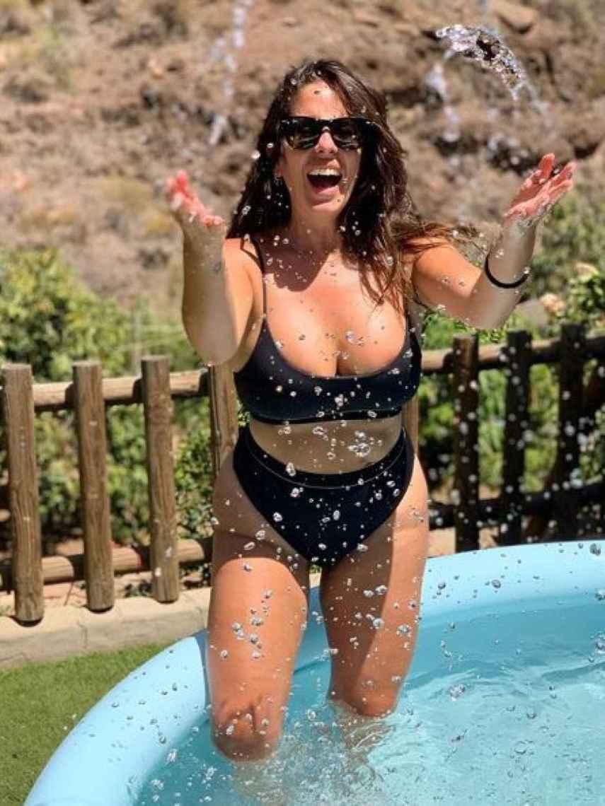 La sobrina de Isabel Pantoja no tiene complejos y de hecho luce estupenda en bikini.