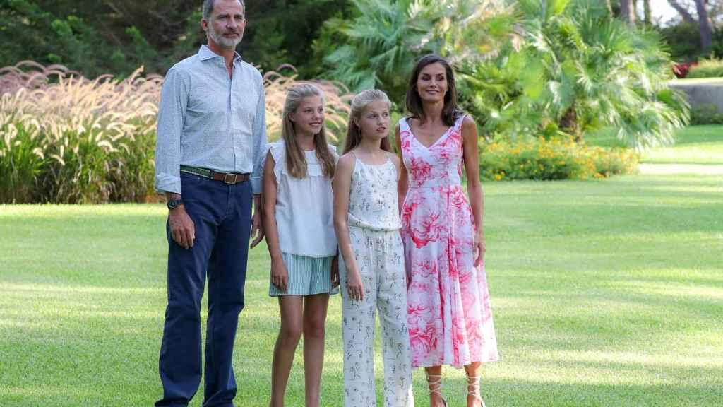 Felipe y Letizia con sus hijas en Palma de Mallorca el año pasado.