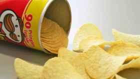 Un bote de Pringles abierto.