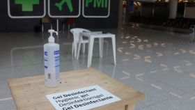 Gel hidroalcohólico en el aeropuerto de Palma.