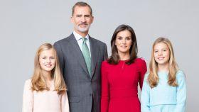 Felipe VI y Letizia con la princesa Leonor y la infanta Sofía.