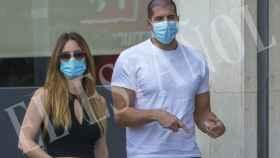 Julián Contreras Jr junto a su nueva novia.