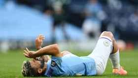Sergio 'Kun' Agüero se duele sobre el césped tras caer lesionado en el Manchester City - Burnley