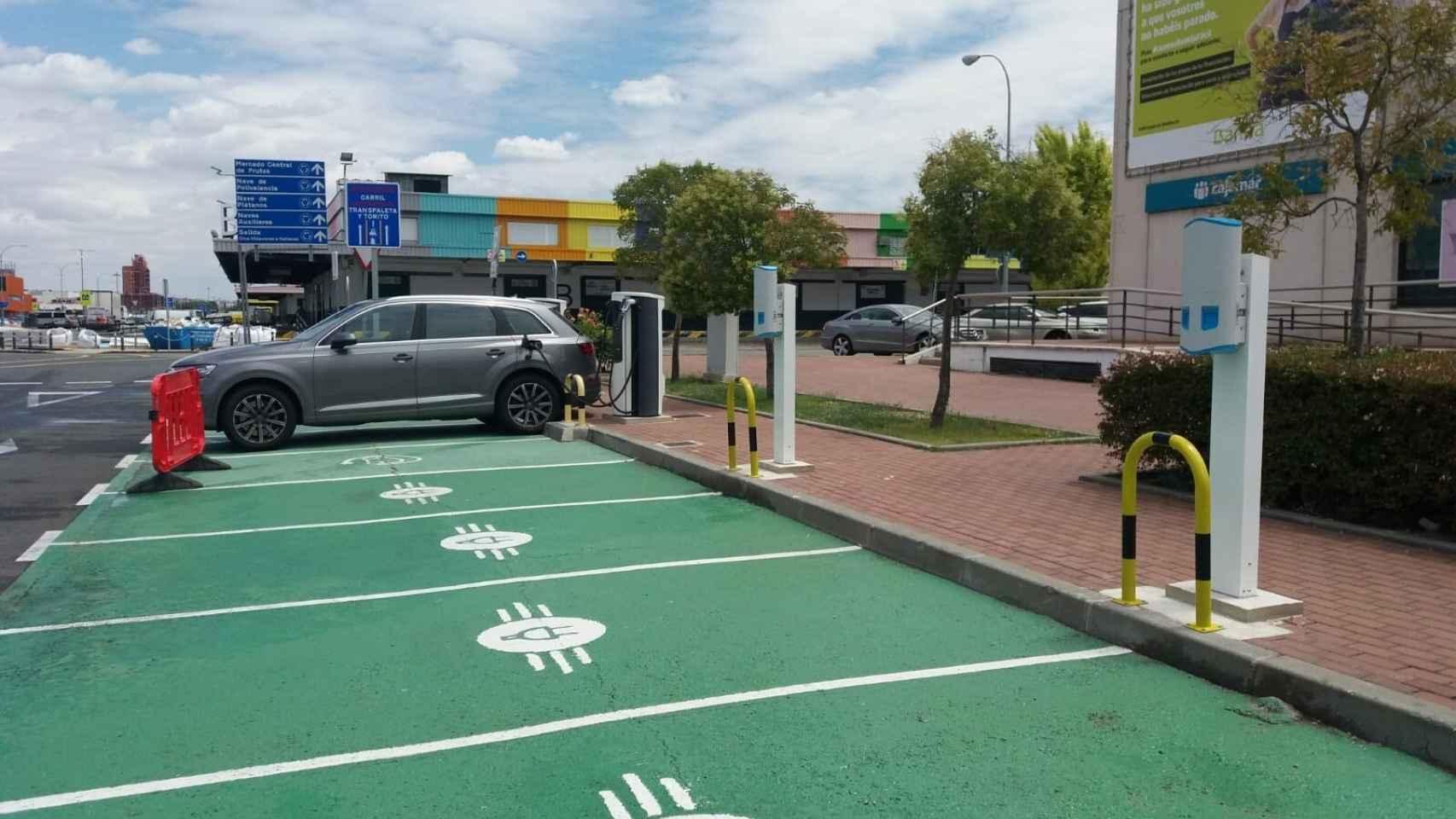 Puntos de recarga para coches eléctricos en Mercamadrid.