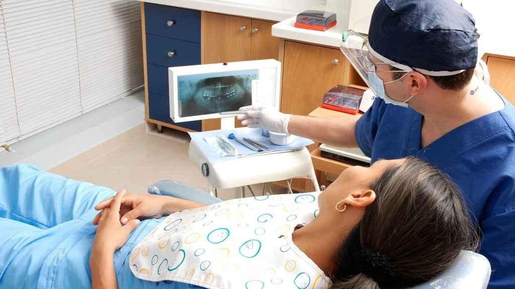 Una paciente en el dentista en una imagen de archivo.