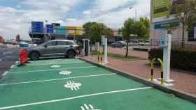 Punto de recarga del coche eléctrico en Mercamadrid.