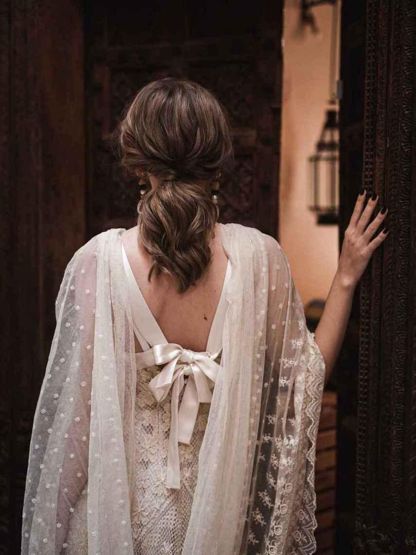 Lazos, mantillas de plumeti o transparencias pueden transformar tu vestido nupcial.