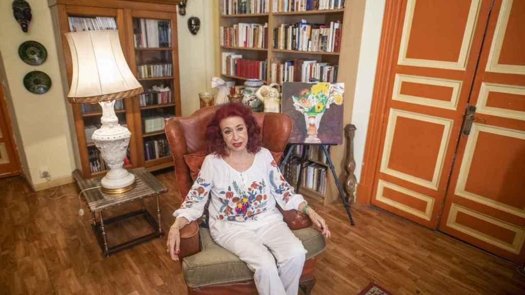 Lidia Falcón conversa con EL ESPAÑOL en el salón de su casa.