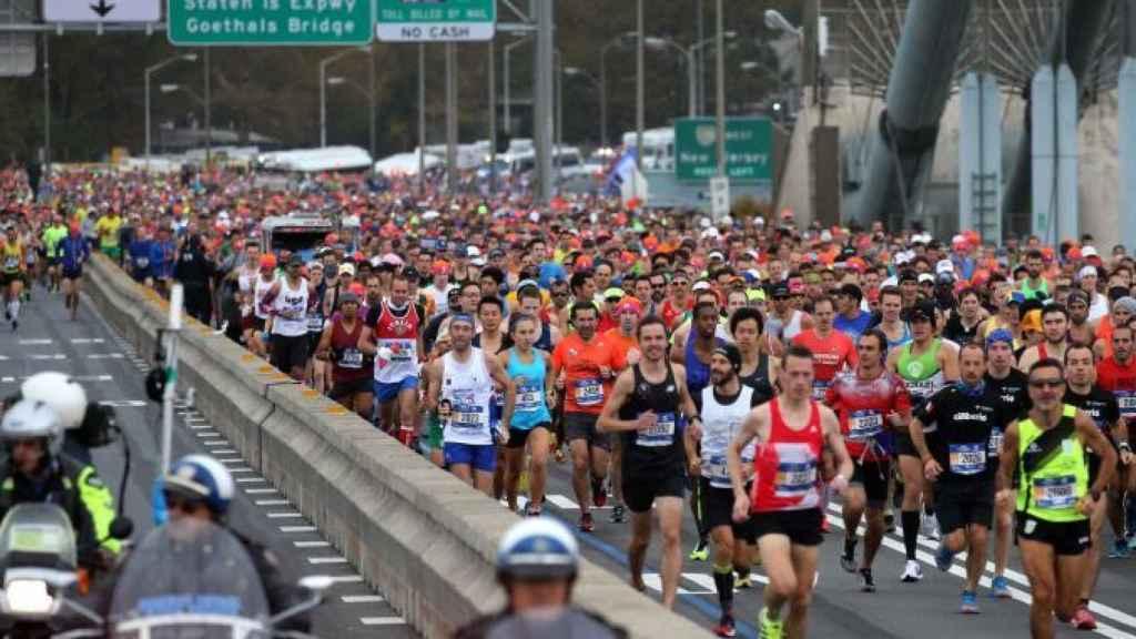 Los corredores iniciando los 42 kilómetros de la Maratón de Nueva York